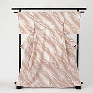 薄いピンク色の着物