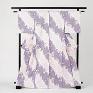 薄い紫色ベースの着物