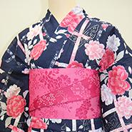 黒とピンクの着物