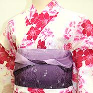 ピンク色ベースの着物