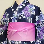 紫色の花柄の着物