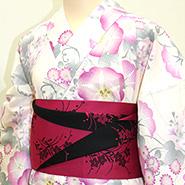 薄いピンク色ベースの着物
